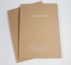 Klebebindung, Kapten & Son, Cover geprägt, frontal liegend, Katalog, Broschüre